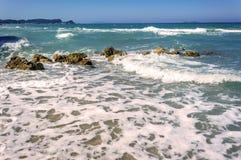 Ondas que batem a praia Fotografia de Stock Royalty Free