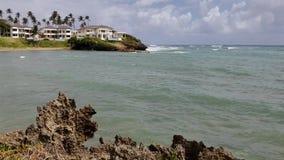 Ondas que se estrellan en una playa, Puerto Plata, República Dominicana almacen de metraje de vídeo