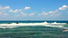 Ondas quietas do mar Mediterrâneo video estoque