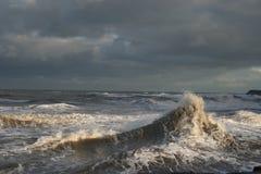 Ondas tempestuosas Foto de archivo libre de regalías