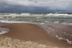 Ondas tempestuosas del mar Fotografía de archivo libre de regalías