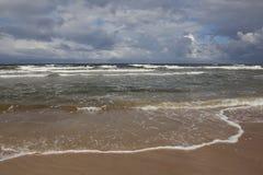 Ondas tempestuosas del mar Fotos de archivo
