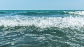 Ondas tempestuosas en el mar Imagenes de archivo