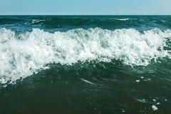 Ondas tempestuosas en el mar Imagen de archivo libre de regalías