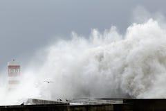 Ondas tempestuosas grandes Imagen de archivo libre de regalías