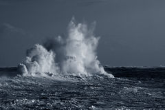 Ondas tormentosos Imagens de Stock