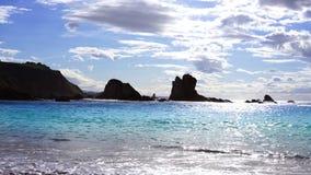 Ondas transparentes de la orilla blanca del Caribe de la arena almacen de metraje de vídeo