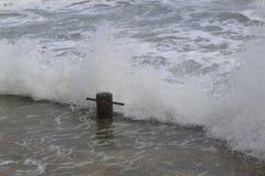 Ondas tumultuosas, mar azul Foto de archivo libre de regalías