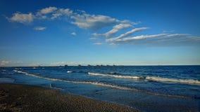 Ondas y nubes Fotografía de archivo libre de regalías