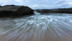 Onde ad una spiaggia in Sabah, Borneo, Malesia Immagine Stock Libera da Diritti