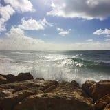 Onde adorabili sulla spiaggia Fotografia Stock