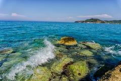 Onde al mare, Grecia immagini stock