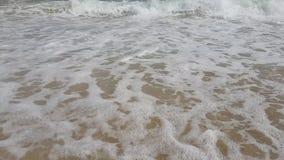 Onde al rallentatore nel mar Mediterraneo in Tunisia stock footage