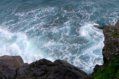 Onde alla riva, Madera immagine stock