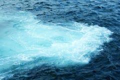 Onde blu del mare fotografie stock