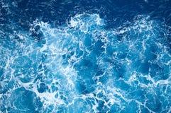 Onde blu del mare Fotografie Stock Libere da Diritti