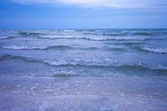 Onde blu del mare Fotografia Stock Libera da Diritti