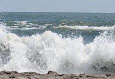 Onde d'océan tombante en panne Images libres de droits