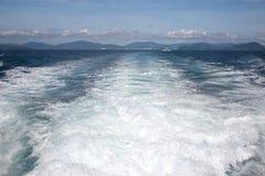 Onde dalla barca Fotografie Stock Libere da Diritti