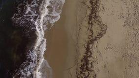Onde del mare sul litorale visto con il fuco video d archivio