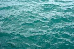 Onde di acqua delicate dell'oceano Fotografie Stock Libere da Diritti