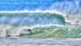 Onde di guida del surfista Fotografia Stock Libera da Diritti