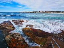 Onde di oceano Pacifico sulla spiaggia di Bondi, Sydney, Australia immagine stock libera da diritti