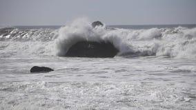 Onde e linea costiera di California del Nord archivi video