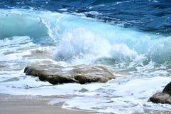 Onde e rocce del mare Fotografia Stock