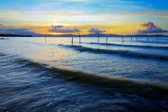 Onde e tramonto al Borneo, Sabah, Malesia Immagini Stock Libere da Diritti