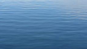 Onde in oceano blu Fotografia Stock