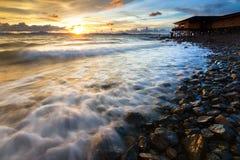 Onde, rocce e tramonto Fotografia Stock Libera da Diritti