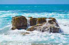 Onde a Rocky Beach Fotografia Stock