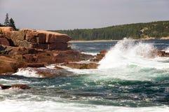 Onde sul litorale della Maine Fotografie Stock Libere da Diritti