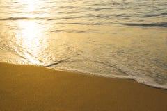 Onde sulla spiaggia Immagini Stock