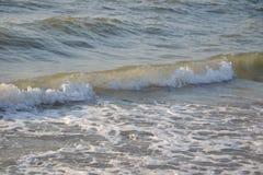 Onde sulla spiaggia Fotografie Stock