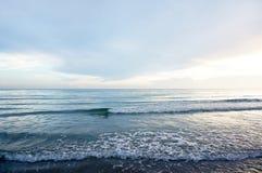 Onde sulla spiaggia tropicale Fotografie Stock