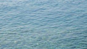 Onde sulle rive dell'isola croata video d archivio