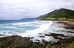 Onde, tempo tempestoso e rocce selvaggi, c australiana Immagini Stock Libere da Diritti