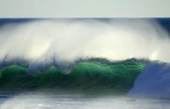 Onde tombante en panne de l'océan pacifique photos libres de droits