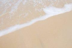 Ondeggi il rotolo nella spiaggia Immagini Stock Libere da Diritti