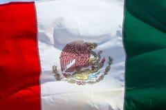 Ondeggiamento della bandiera del Messico Fotografia Stock Libera da Diritti