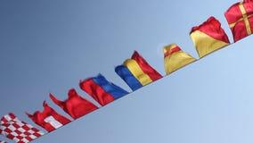 Ondeggiamento delle bandiere stock footage