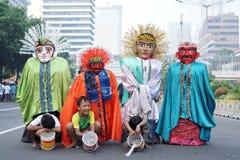 Ondel-ondel är en stor docka som diagramet presenterade i Betawi den folk kapaciteten av Jakarta, Indonesien royaltyfria bilder