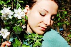 Onder appelboom Royalty-vrije Stock Afbeeldingen