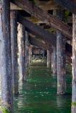 Onder de schraag bij de ingang aan de lagune Royalty-vrije Stock Afbeeldingen
