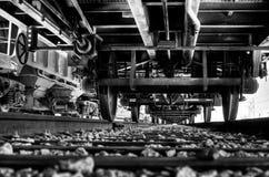 Onder de trein Royalty-vrije Stock Foto