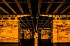 Onder een brug bij nacht, in Washington, gelijkstroom Stock Afbeeldingen