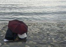Onder een paraplu Stock Fotografie