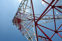 Onder een radiotoren royalty-vrije stock foto